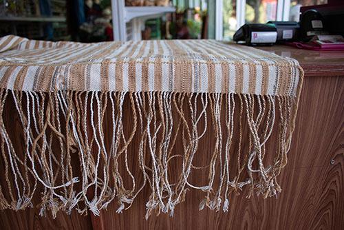 ผ้าปูโต๊ะทอมือ